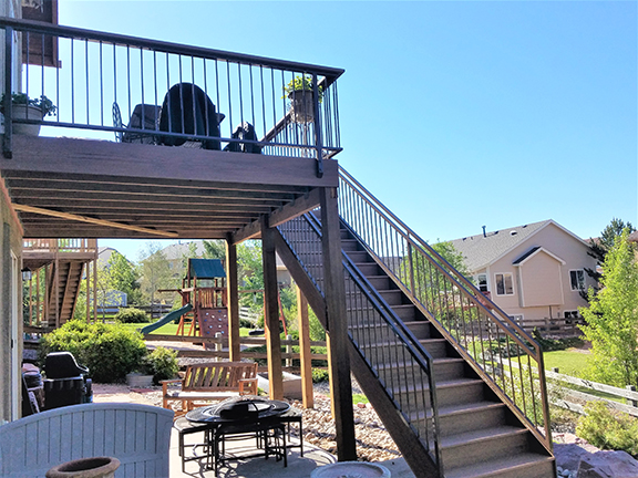 Trex Deck with Simple Railing
