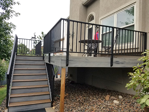 Trex Deck with Simple Metal Railing